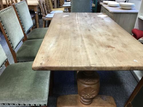 Egetræsbord med to plader700.-kr6 stole á 125.-kr