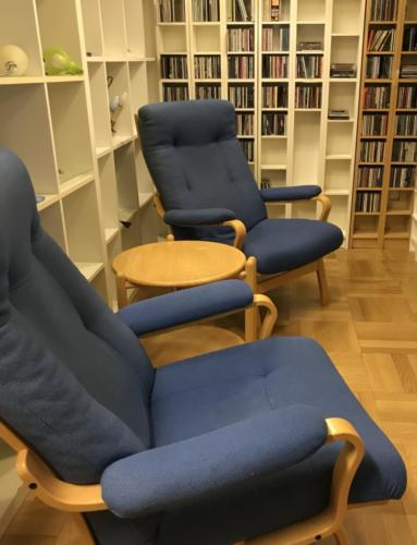 2 lænestole700.-kr