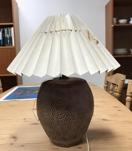 Bordlampe med skærm