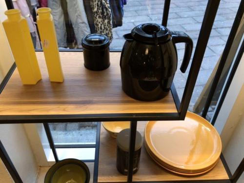 Installation med køkkentøj